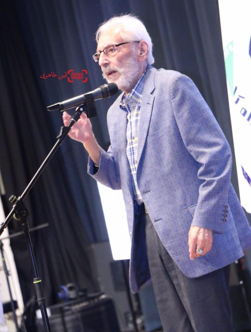 3 ویدیو از حمله تند جمشید مشایخی و یک منتقد به عزت الله انتظامی  تا دفاع نوید محمدزاده از آقای بازیگر