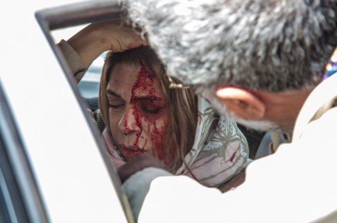 عکس گوهر خیراندیش در تصادف بر سر فیلم آذر، شهدخت،پرویز و دیگران