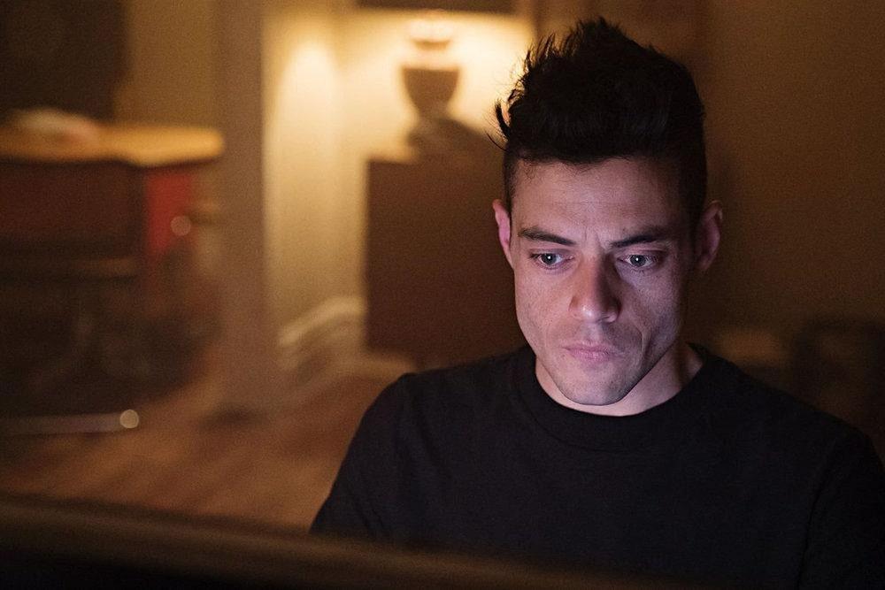 بهترین فیلم ها و سریال هایی که برنامه نویسان باید ببینند - مستر ربات (Mr. Robot)