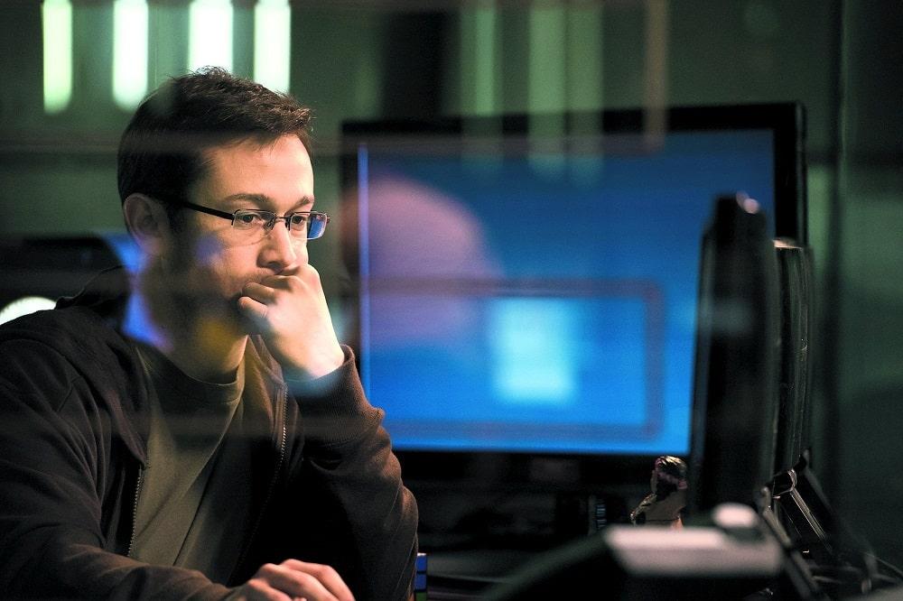بهترین فیلم ها و سریال هایی که برنامه نویسان باید ببینند - اسنودن (Snowden)