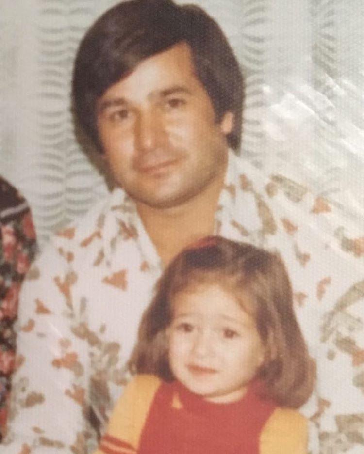 عکسی قدیمی از الهام حمیدی و پدرش