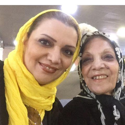 الهام پاوه نژاد و مادرش
