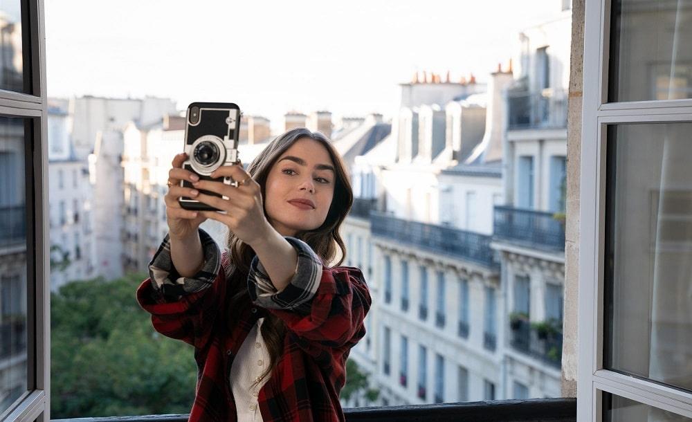 اسامی کامل نامزدهای جوایز گلدن گلوب 2021 - لی لی کالینز در سریال امیلی در پاریس