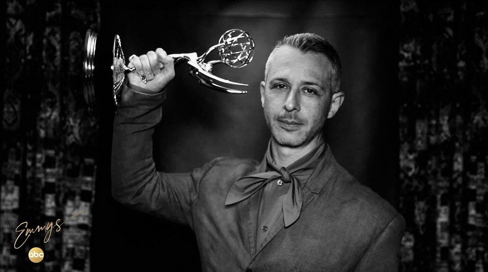جرمی استرانگ - برنده جایزه بهترین بازیگر مرد در سریالهای درام امی 2020