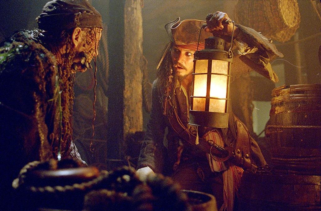 جانی دپ در فیلم دزدان دریایی کارائیب: صندوقچه مرد مرده