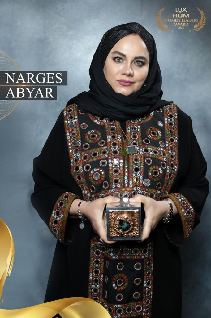 نرگس آبیار در حضور رئیس جمهور پاکستان نشان برترین زنان راهبر ۲۰۲۰ را دریافت کرد.