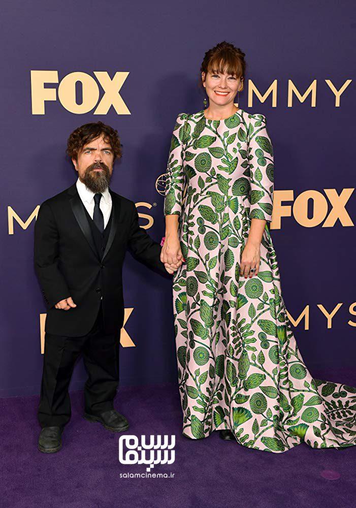 عکس پیتر دینکلیج و همسرش در امی 2019 (اسکار تلویزیونی)