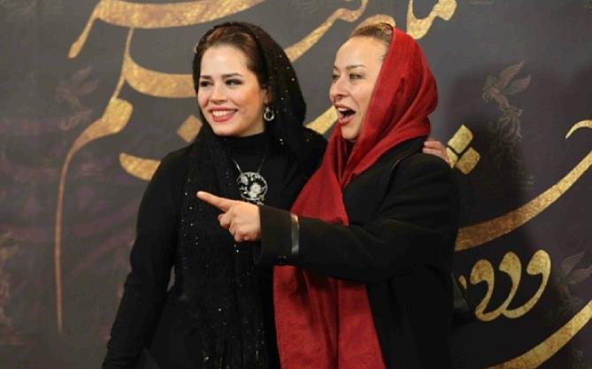 آزیتا حاجیان و ملیکا شریفی نیا اختتامیه سی و دومین جشنواره فیلم فجر