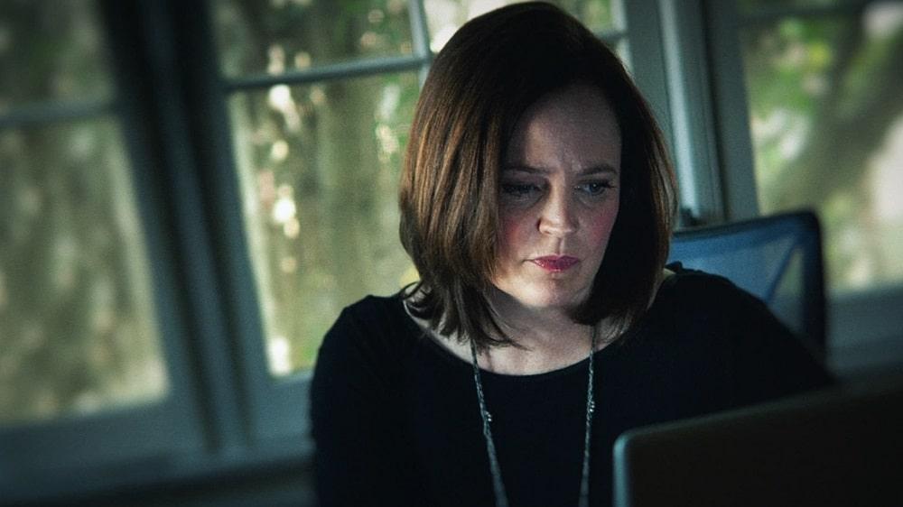 بهترین سریال های مستند خارجی سال 2020 از نگاه IMDb - در تاریکی خواهم رفت (I'll Be Gone In The Dark)