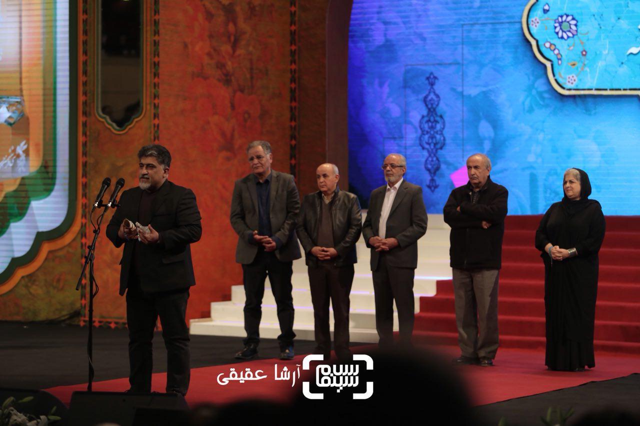 عباس بلوندی برنده سیمرغ بلورین طراحی صحنه برای «سرو زیر آّب» از سی و ششمین جشنواره فیلم فجر