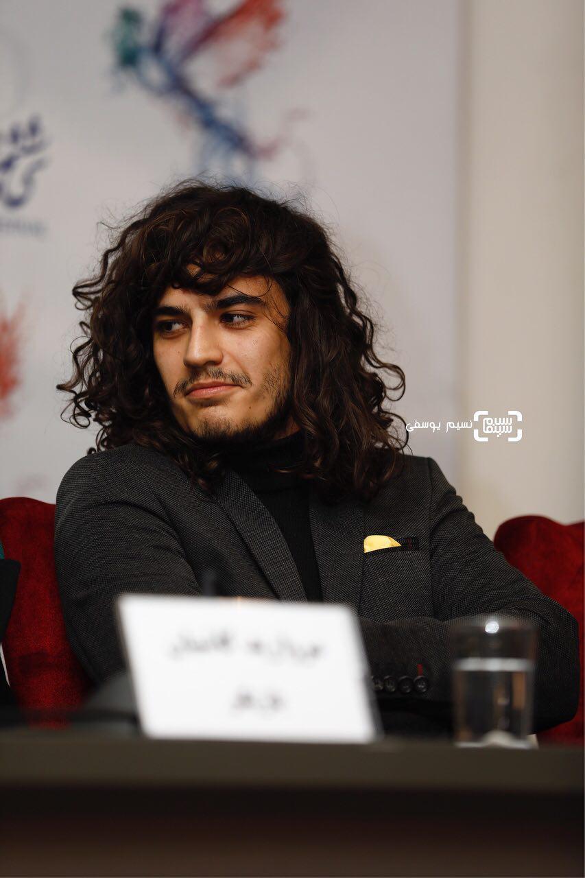 امیررضا رنجبران در فتوکال فیلم «اتاق تاریک» در کاخ رسانه سی و ششمین جشنواره فیلم فجر