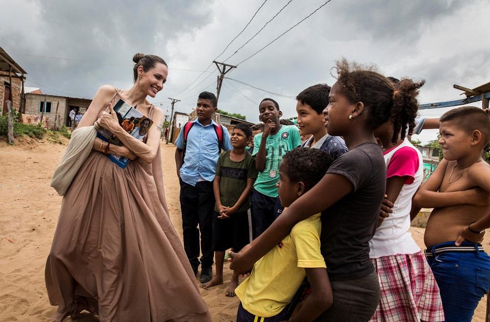 دیدار آنجلینا جولی از پناهجویان در مرز کلمبیا