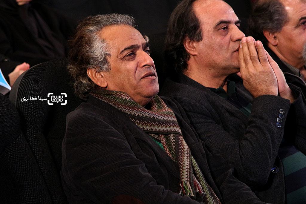 اصغر همت و سیف الله صمدیان در مراسم یادبود هنرمندان درگذشته سال ۱۳۹۵ با عنوان «آیین چراغ خاموشی نیست»