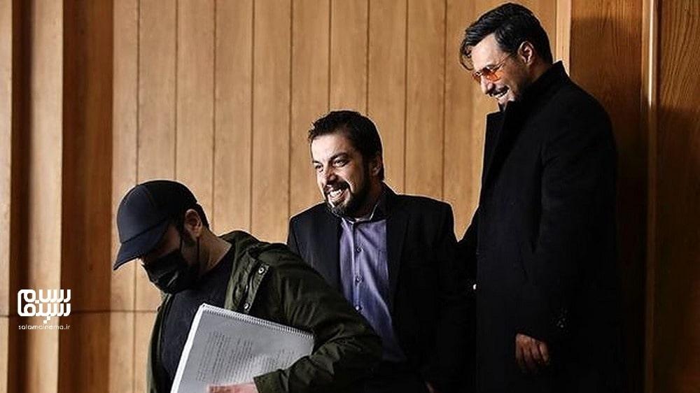 جواد عزتی و محمدحسین مهدویان با ماسک در پشت صحنه- بهترین دیالوگهای سریال زخم کاری