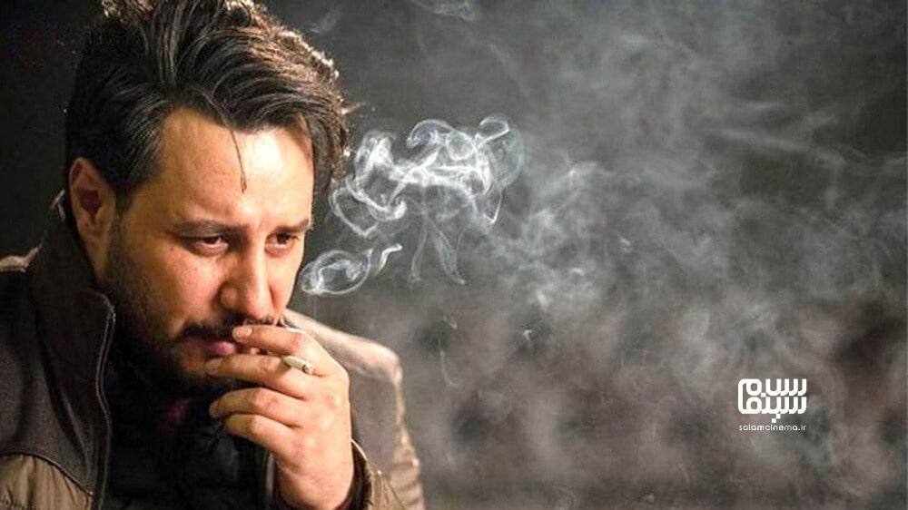 ج.اد عزتی در حال سیگار کشیدن- بهترین دیالوگ های سریال زخم کاری