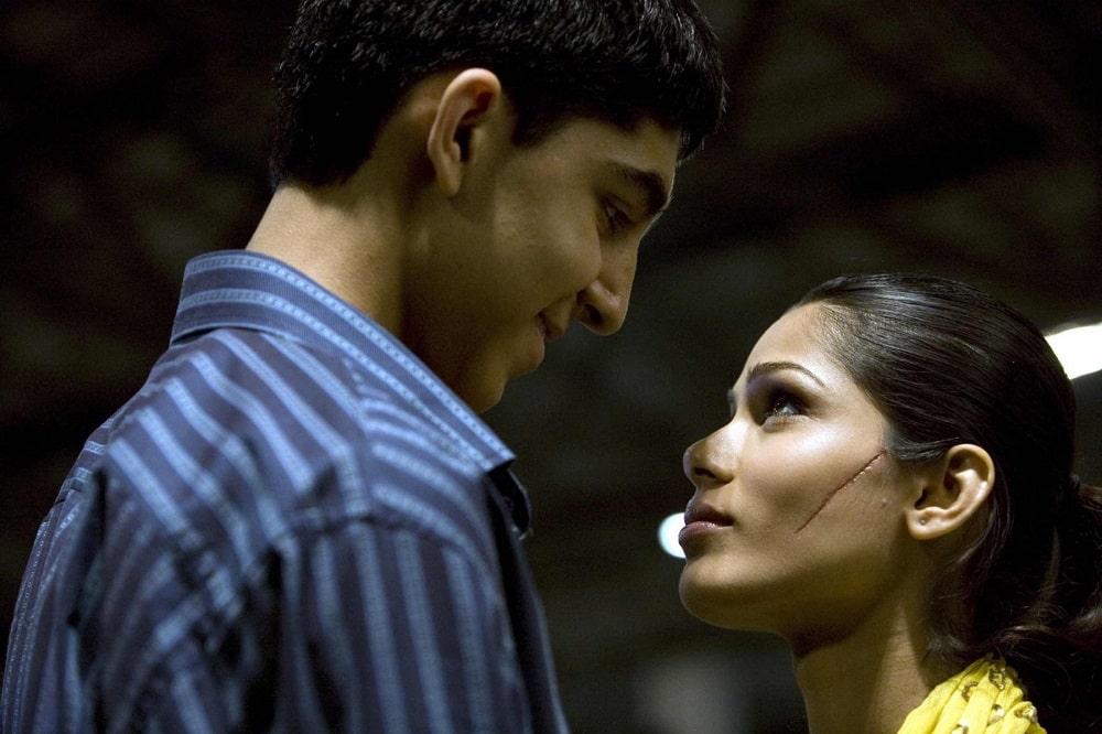 بهترین فیلم های سینمایی جهان در ژانر درام و عاشقانه - میلیونر زاغه نشین (Slumdog Millionaire)
