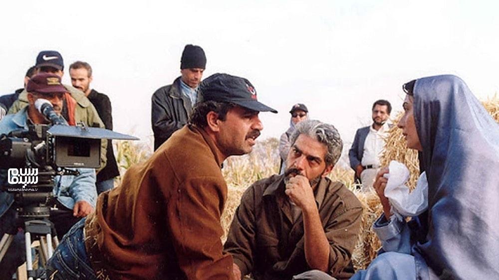 رسول ملاقلی پور و آتنه فقیه نصیر در پشت صحنه مزرعه پدری- بهترین فیلم های عاشقانه جنگی ایرانی