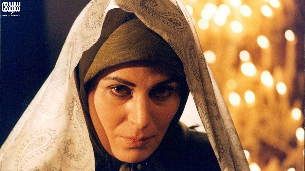 گلچهره سجادیه با چادر در هیوا- بهترین فیلم های عاشقانه جنگی ایرانی