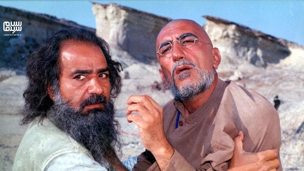 رضا کیانیان کچل در کنار پرویز پرستویی- بهترین فیلم های عاشقانه جنگی دفاع مقدس