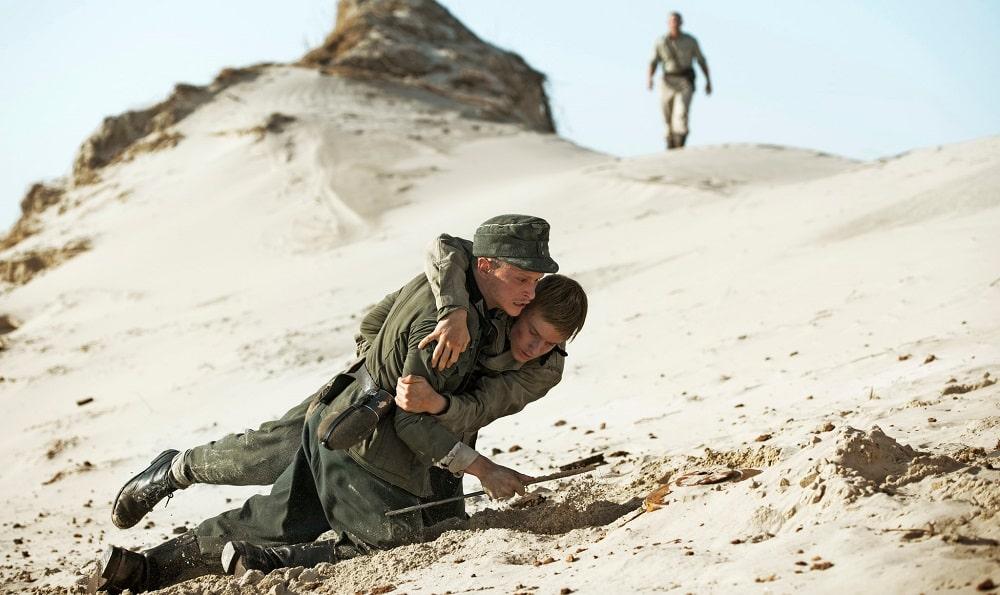 بهترین فیلم ها درباره جنگ جهانی اول و دوم - زیر شن (Land of Mine)