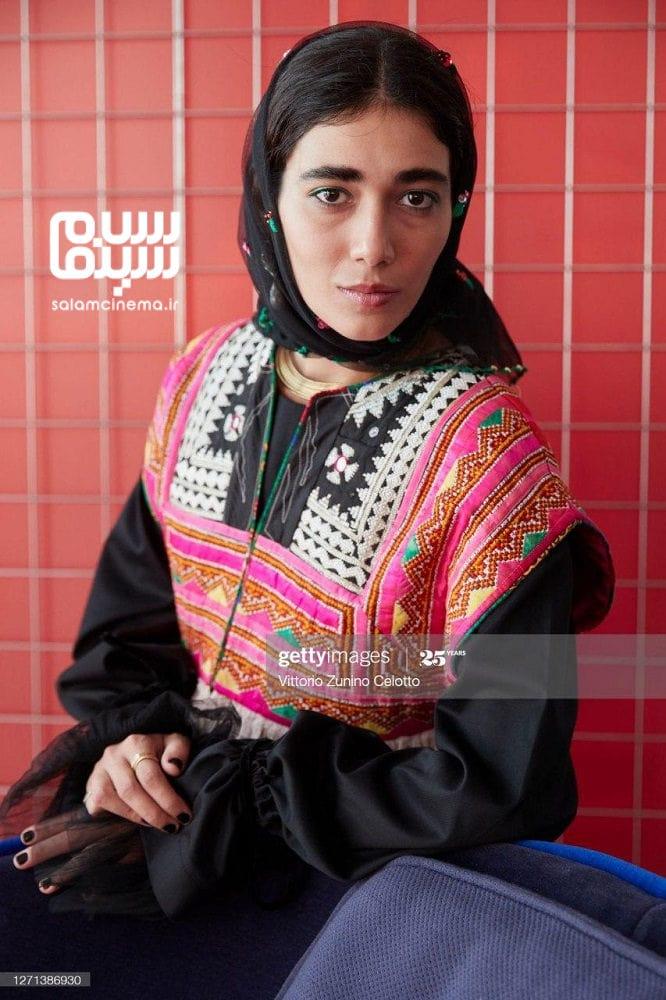 راضیه منصوری در مراسم اکران فیلم «جنایت بی دقت» در جشنواره فیلم ونیز 2020