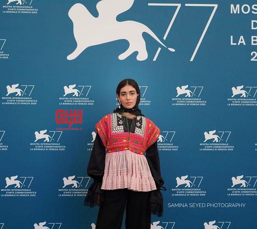 راضیه منصوری در مراسم اکران فیلم «جنایت بی دقت» در جشنواره ونیز 2020