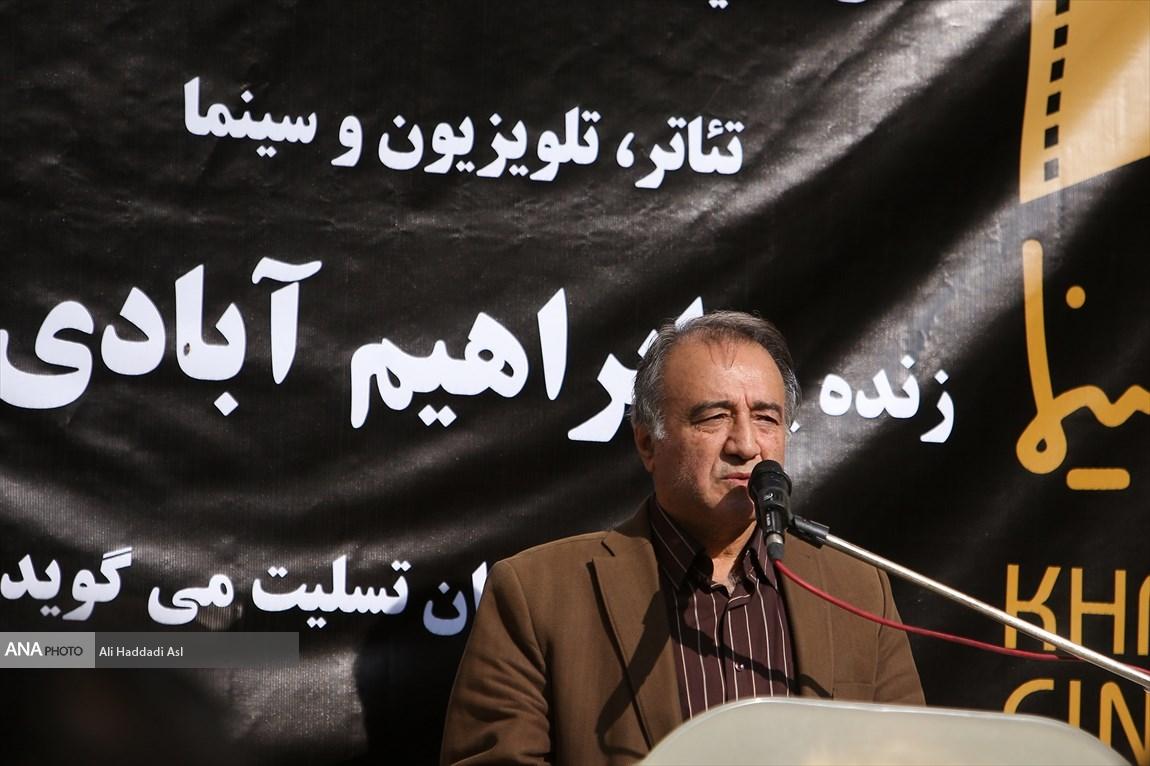 حبیب اسماعیلی - پیکر ابراهیم آبادی برای خاکسپاری تشییع شد
