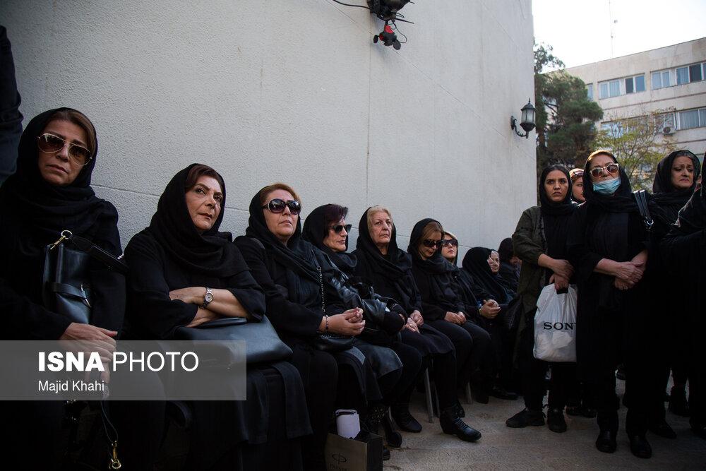 مراسم تشییع پیکر ابراهیم آبادی در خانه سینما