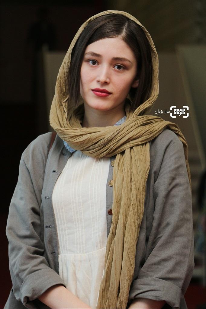 عکس فرشته حسینی در روز سوم سی و هفتمین جشنواره جهانی فیلم فجر