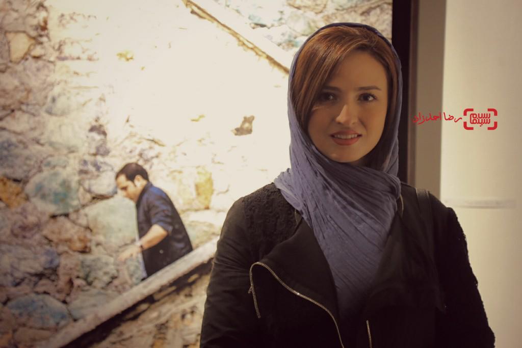 گلاره عباسی در نمایشگاه عکسهای نوشین جعفری از فیلم «لانتوری»