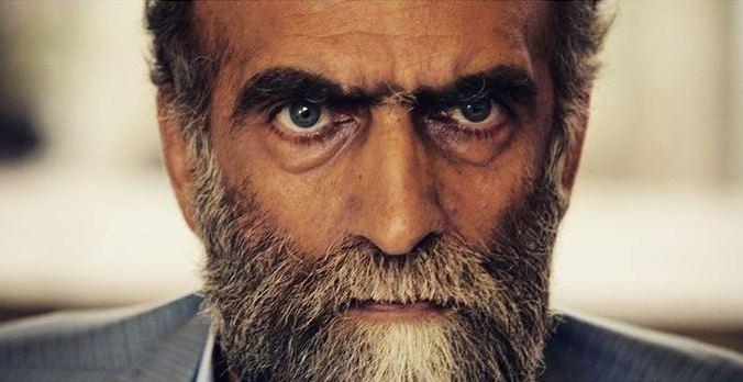کریم اکبری مبارکه در نمایی از فیلم قندون جهیزیه