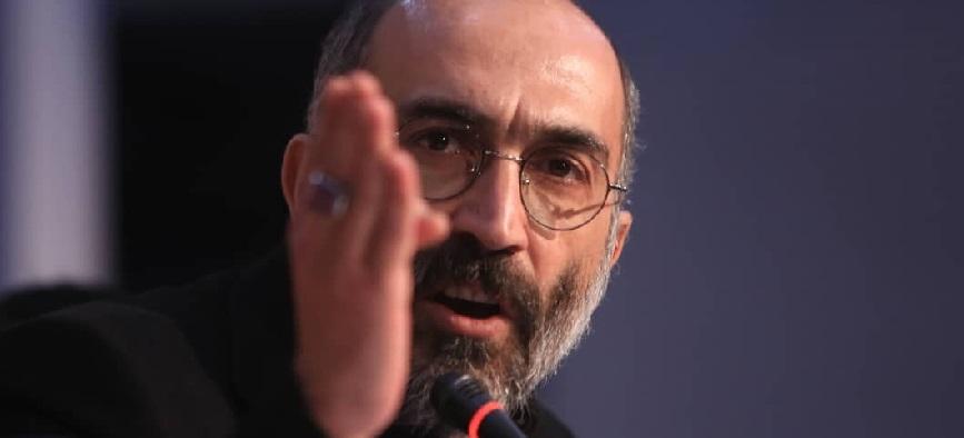 عصبانیت هادی حجازی فر از اعتراض یک خبرنگار به زبان ترکی «آتابای»+ ویدیو