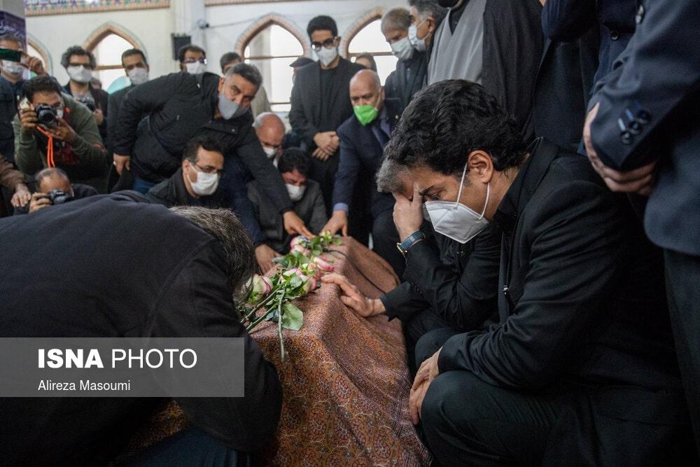 همایون شجریان - عکس - مراسم اقامه نماز بر پیکر محمدرضا شجریان