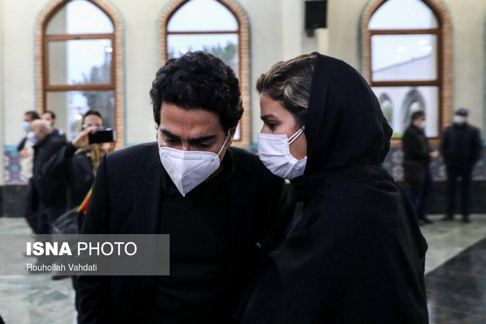 سحر دولتشاهی - همایون شجریان - مراسم اقامه نماز بر پیکر محمدرضا شجریان