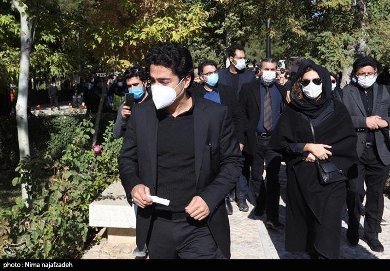 سحر دولتشاهی و همایون شجریان در مراسم تشییع و خاکسپاری پیکر محمدرضا شجریان