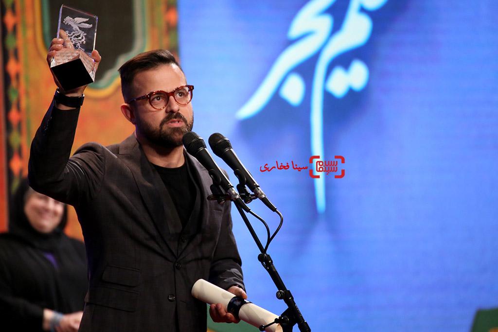 هومن سیدی کارگردان و نویسنده فیلم «مغزهای کوچک زنگ زده» در اختتامیه سی و ششمین جشنواره فیلم فجر