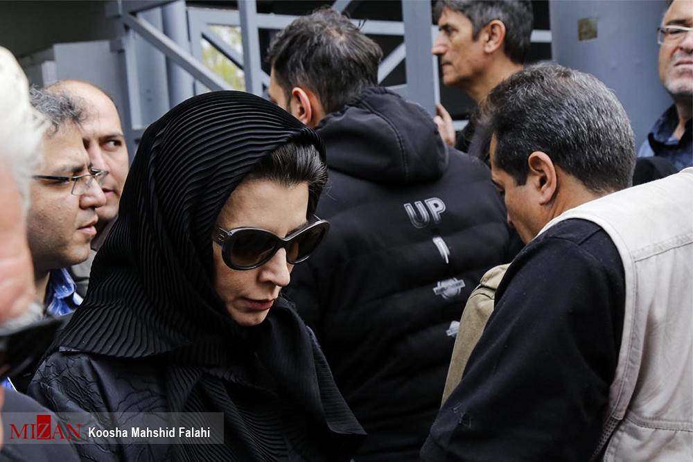 عکس لیلا حاتمی در مراسم تشییع پیکر جمشید مشایخی