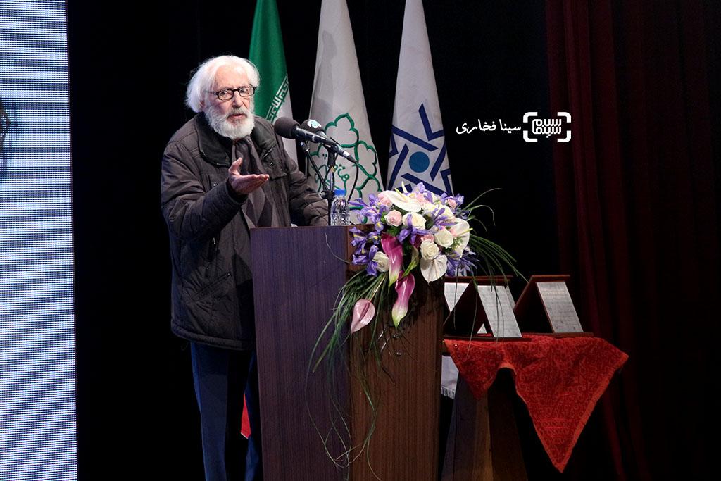 جمشید مشایخی در مراسم یادبود هنرمندان درگذشته سال ۱۳۹۵ با عنوان «آیین چراغ خاموشی نیست»