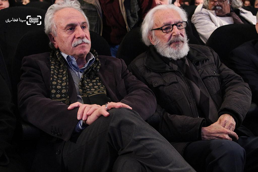 جمشید مشایخی و ایرج راد در مراسم یادبود هنرمندان درگذشته سال ۱۳۹۵ با عنوان «آیین چراغ خاموشی نیست»