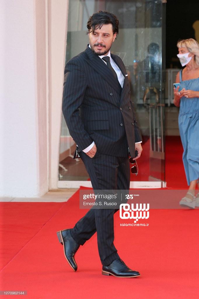 جواد عزتی در فرش قرمز خورشید در جشنواره فیلم ونیز 2020