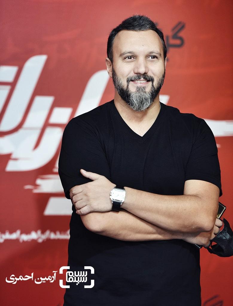 عکس کامبیز دیرباز در اکران مردمی فیلم تک تیرانداز در سینما آزادی