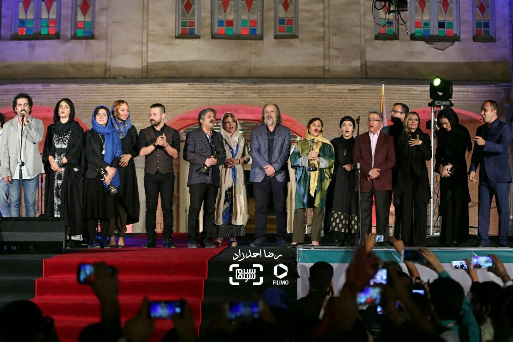 اجرای دسته جمعی «ای ایران، سرای امید» توسط هنرمندان