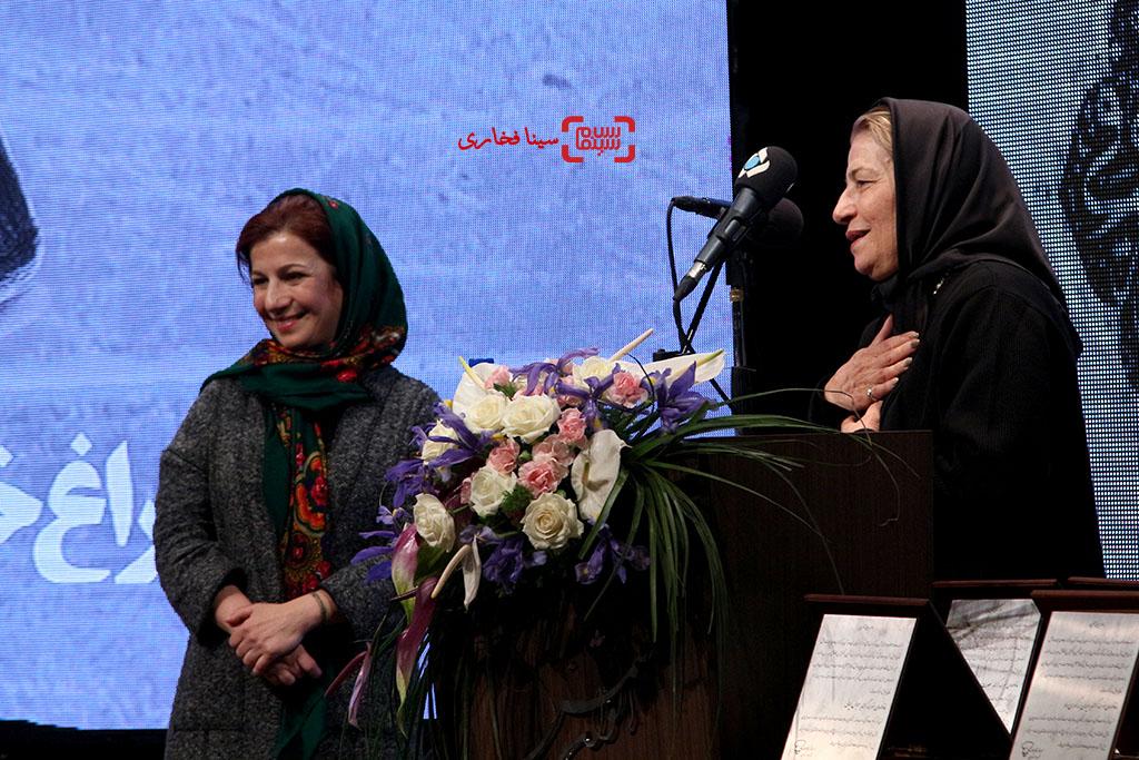 لیلی رشیدی و احترام برومند در مراسم یادبود هنرمندان درگذشته سال ۱۳۹۵ با عنوان «آیین چراغ خاموشی نیست»
