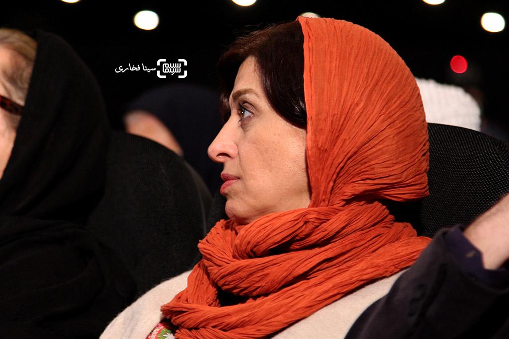 مائده طهماسبی در مراسم یادبود هنرمندان درگذشته سال ۱۳۹۵ با عنوان «آیین چراغ خاموشی نیست»