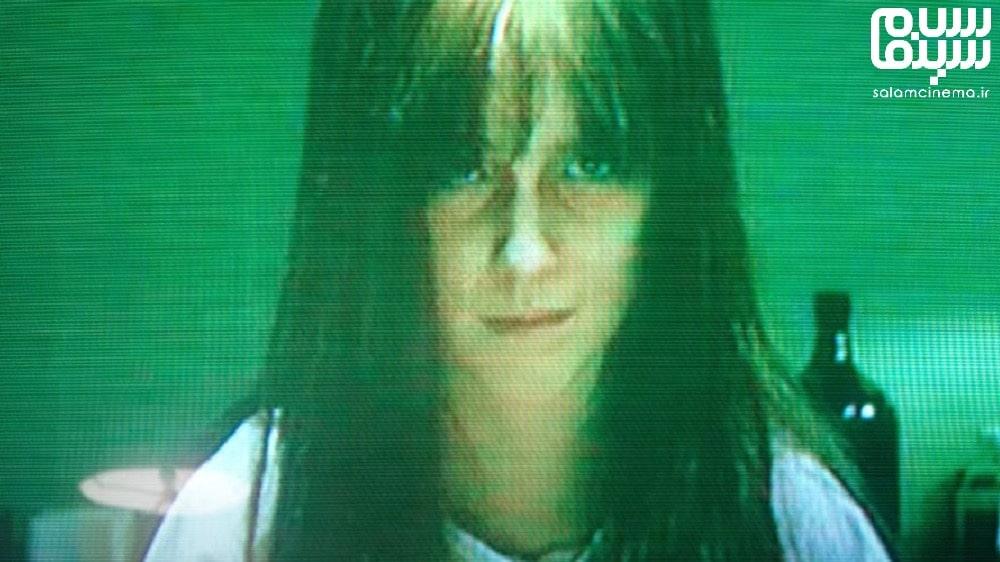 عکس از دختر پریشان فیلم بدخیم، بازیگر فیلم بدخیم در صحنه ای از فیلم - معرفی تریلر بدخیم