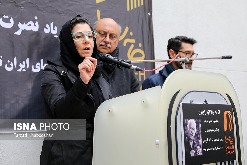 ماندانا کریمی در مراسم تشییع پیکر نصرت الله کریمی