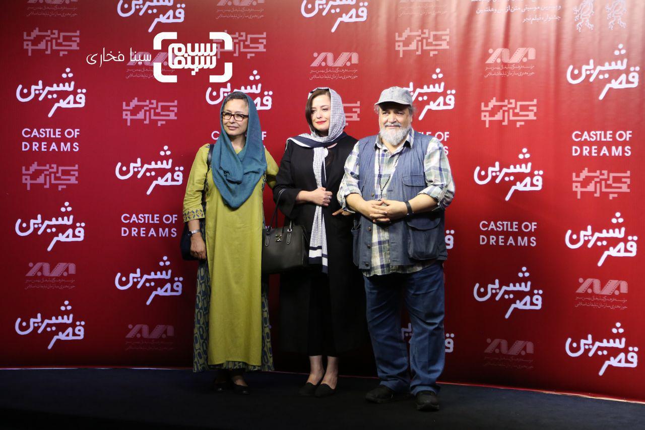 عکس مهراوه شریفی نیادر کنار پدر و مادرش،آزیتا حاجیانومحمدرضا شریفی نیا در اکران خصوصی فیلم «قصر شیرین»