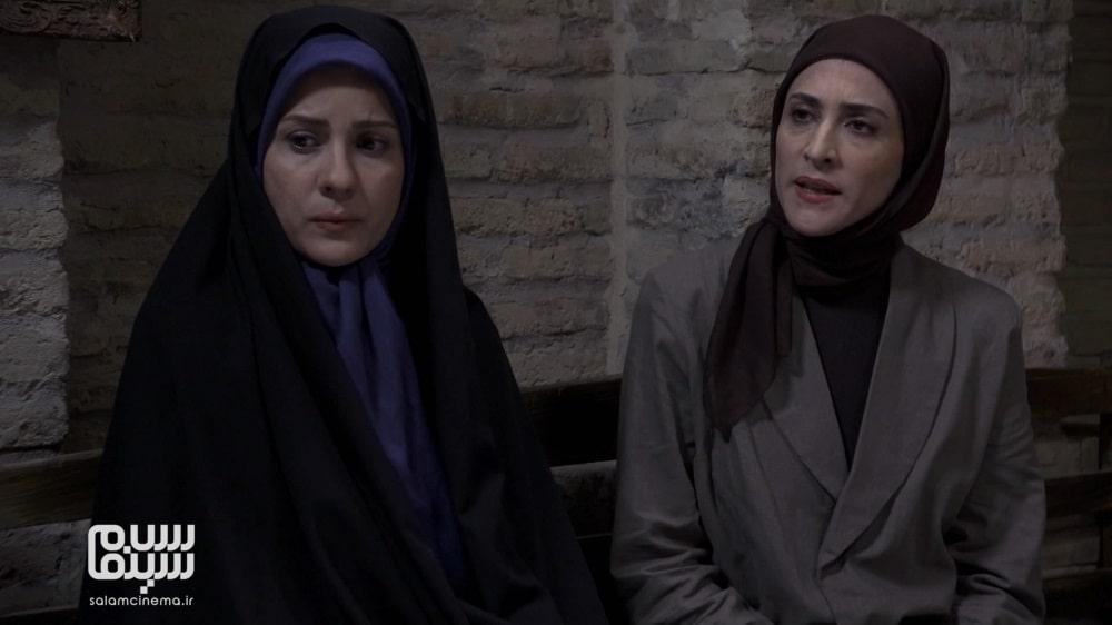 سارا بهرامی با چادر در کنار ویشکا آسایش در پرده نشین- به یادماندنی ترین سریالهای محرم تلویزیون ایران