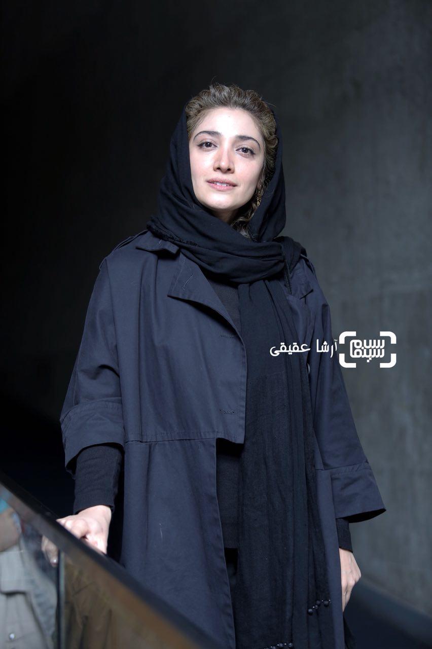 مینا ساداتی در اکران فیلم «سرو زیر آب» در کاخ رسانه سی و ششمین جشنواره فیلم فجر