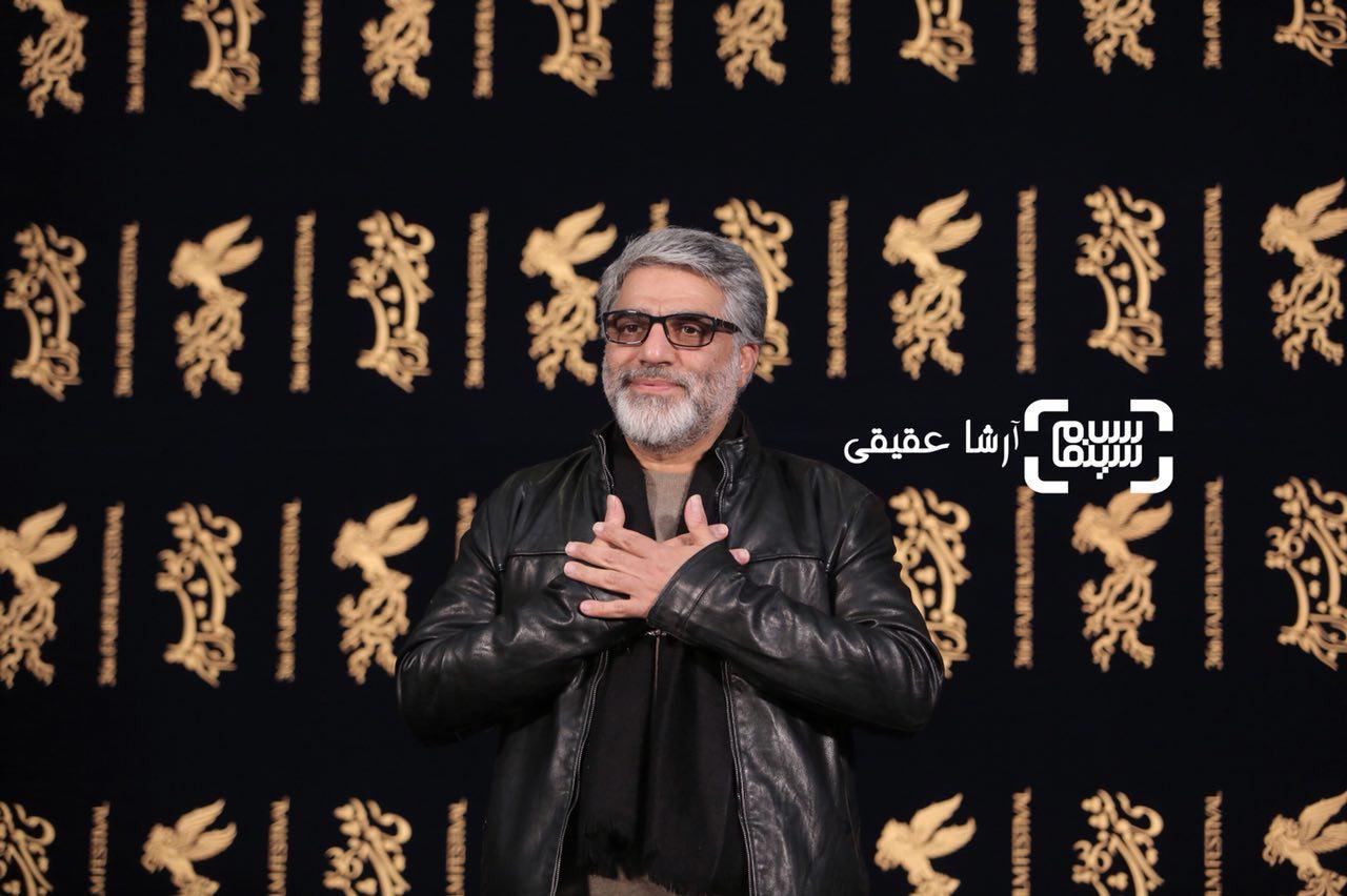 محمدعلی باشه آهنگر در نشست خبری فیلم سینمایی «سرو زیر آب» در کاخ رسانه سی و ششمین جشنواره فیلم فجر